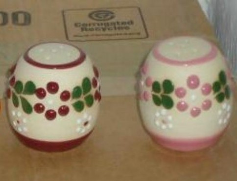 Salero Chico Decorado Flor/punto elaborado en cerámica de alta temperatura.