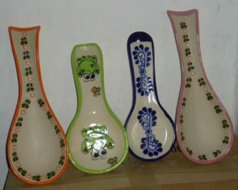 Porta-cucharas sol elaboradas en cerámica de alta temperatura.