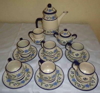 Juego de Café para 6 personas elaborado en cerámica de alta temperatatura.