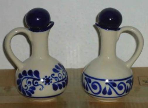 Jarra de Aceite de Oliva elaborada en cerámica de alta temperatura.
