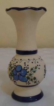 Florero Ondulado de cerámica de alta temperatura elaborado a mano.