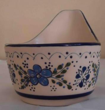 Salsera Molcajete chico elaborada en cerámica de alta temperatura.