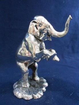 Elefantito Parado