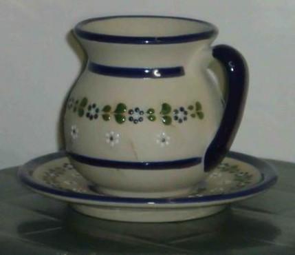 Taza y plato Michoacano elaborado en cerámica de alta temperatura.