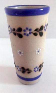 Vaso Tequilero Largo elaborado en cerámica de alta temperatura.