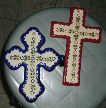 Cruces de Cerámica de alta temperatura decoradas a mano.
