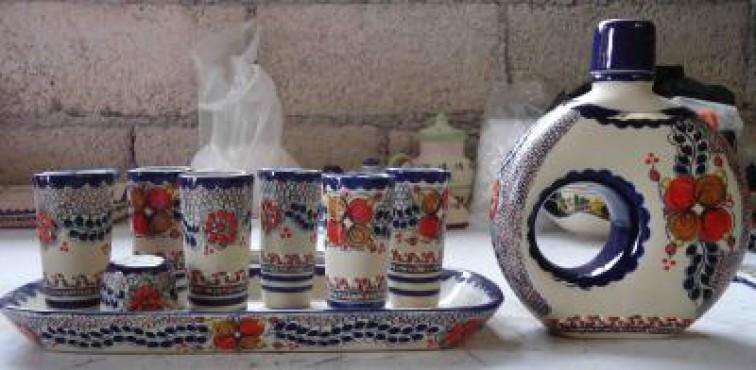 Juego Tequilero de Flores elaborado en cerámica de alta temperatura.